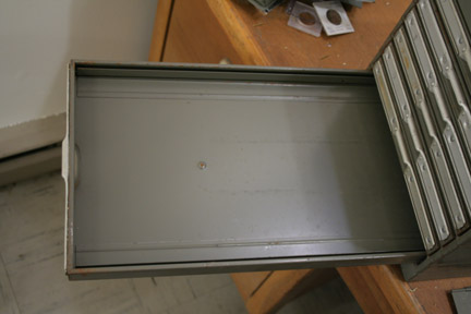 Drawer without hideous flaps